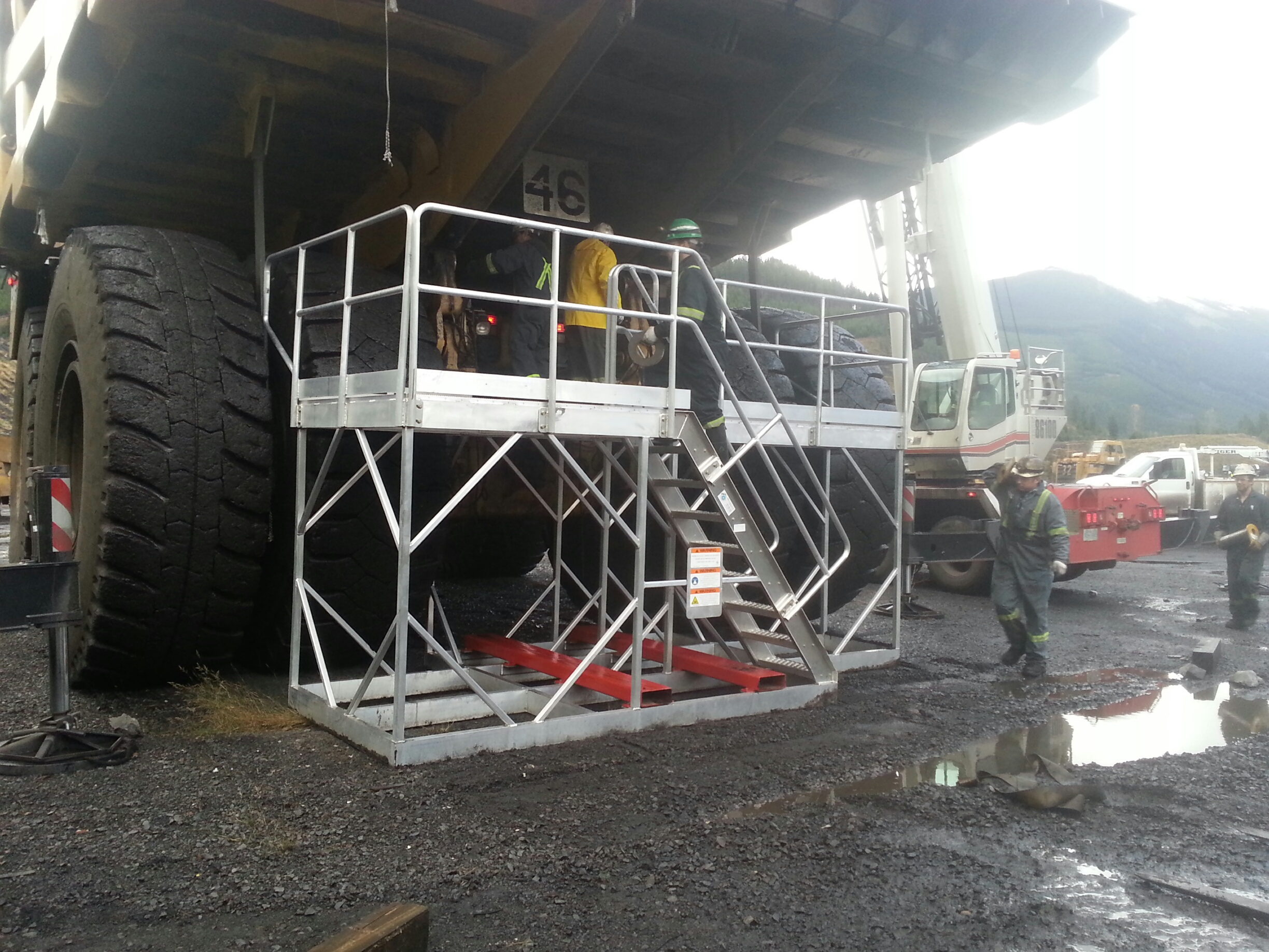 B & D Manufacturing- Haul Trucks Aluminum Rear Access Platforms